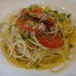 ジラソーレ - シラスとフレッシュトマトのペペロンチーニ