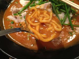 かれー麺 実之和 青山店 - 赤いカレー麺