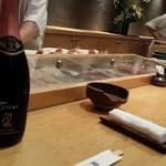 鮨処 竜敏 - カナダのワイナリーで買ってきたスパークリングで、大将と乾杯(^^)/