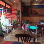 チリ・ジョー - アメリカを意識した陽気な店内