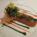 ルグドゥノム ブション リヨネ - 特別前菜(サーモンでアボカドなど野菜を巻いたもの)+料金がかかります