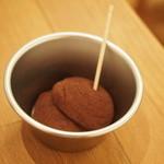 おやつカフェ 菓頬 - チョコのお餅*中がイチゴ味だった