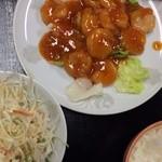 満山紅 - エビチリとチャーハンのセット980円