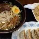 満山紅 - ラーメン・餃子・チャーハンのセット980円