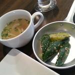 28961201 - スープと漬物です。