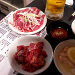 28963295 - 中落ちカルビ(上¥907)、味噌ジンギスカン(¥702)。味噌は食べるときに付ける