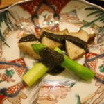 日本料理 太月 - 26年7月 鮑バター焼き、アスパラ、肝ソース