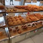 28968235 - いろいろなパンが並んでいます