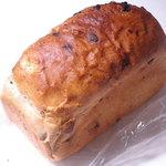 サンサリテ - ドライフルーツ入り胚芽パン 500→350円  食べるとレーズンがほとんど入り胚芽パン。26.5.31