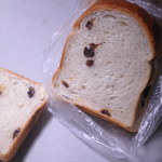 サンサリテ - レーズン食パン 450→315円 レーズンがチラリ。 25.11.29