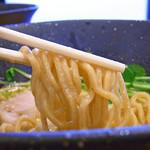 しおさい - 塩鶏そばの麺は全粒粉タイプ