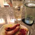 モナリザ - グラスは山崎ですが、角ソーダ割り