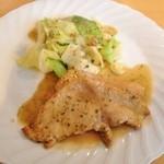 ラベットラカズ - 料理写真:越乃黄金豚ロースのソテー白ワインとケッパーのソース(1,260円)