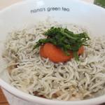 ナナズグリーンティ - 丼は雑穀米に上に明太子と紀州の7代目山利より直送さえた新鮮なしらすのたっぷり乗ったヘルシーな丼です。