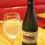 ピッツェリア ピッキ - ポンペイアーノの白。軽い泡の感じが今の時期にはぴったりのワインです(*´∀`*)