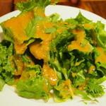 ピッツェリア ピッキ - 普通のサラダに見えますが、本当に美味!ピッキのドレッシングのレベルの高さは本当に秀逸です!