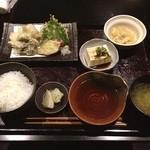 紫洸 - 新規開拓! 日替わり、さごしの天ぷら定食。 普通に美味しいかったです。味噌汁が煮干出汁で美味でした。
