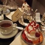 ラデュレ サロン・ド・テ - 紅茶はマリーアントワネット シェアしました。