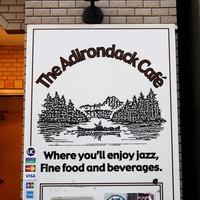 アディロンダックカフェ - お店入口の電光看板。エレ ベータで4F へ