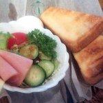 灯 - サラダとトースト(モーニング)