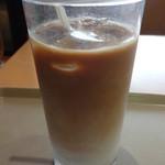 グッドタイムズ・カフェ - 有機栽培豆使用アイスカフェラテ:320円