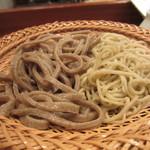 蕎麦切り 酒 大愚 - 料理写真:蕎麦 2色盛り