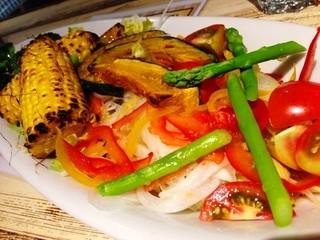 ビストロ ロングビーチ - シンプルな野菜サラダ!めっさ色々入ってるやん!