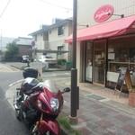 菓子工房シュプレーム - とても小さなお店です。駐車場はないのでご注意!