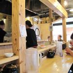博多玉 - 西鉄・大橋駅前にある豚骨ラーメン屋さんです。カウンター席のみです。