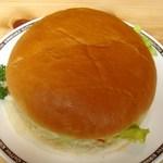 28996589 - 直径 約18cmのハンバーガー