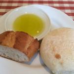 サラマンジェ・シュウ - ランチの自家製パン