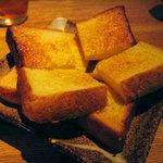 290435 - 美味しいパンをバターで!