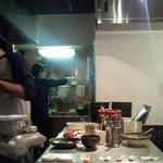 ラーメン厨房 麺バカ息子 徹 - カウンター内の厨房