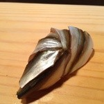 鮨旬美西川 - しんこ(こはだ稚魚)浜名湖、天草産六月下旬〜七月中旬頃までにしか味わえない貴重な握りです。江戸前ファンにはたまらないですね。