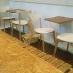 Sempre Pizza - テーブル席(荷物かごがあります)