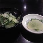 うなぎ双葉 - [料理] セットに付く 胡瓜と白すの三杯酢,お新香