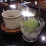 うなぎ双葉 - [料理] 鰻丼セットのデザート 抹茶アイスクリーム