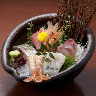 日毎に替わる産直鮮魚の新鮮お造り