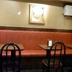 2901385 - 2009/11月:店奥のテーブル席の様子