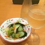 サイゼリヤ - ミックス野菜のピクルスと白ワインデカンタ(250ml)合わせて¥399 つい寄ってしまいました(^^