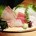 魚鮮水産株式会社 - 本気盛り(680円)