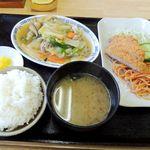 構内食堂 - 八宝菜・とんかつ・ご飯・味噌汁・お新香