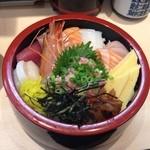 魚ふじ - これが、このお店の海鮮丼系メニューの中心にある「ちらし」