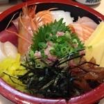 魚ふじ - 「ちらし」は、酢飯の上に、熟成された海鮮ネタが、ヴォリューミーにのっているw