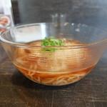 麺やBar 渦 - 器も涼しげなガラスです。