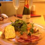 atehaca - 前菜◆定番タパス盛り合わせ7種 (イベリコ豚のチョリソー、スペイン風オムレツなど)