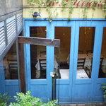 イル・ピッチョーネ - きれいな青い扉が