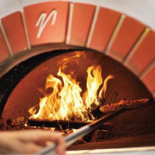 薪窯で一気に焼き上げたPIZZAと、地元野菜にこだわるお店。