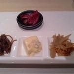割烹 大田川 - セットの小鉢と漬物