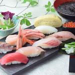 金沢まいもん寿司 - 握り10貫と手巻「人気もん握り」